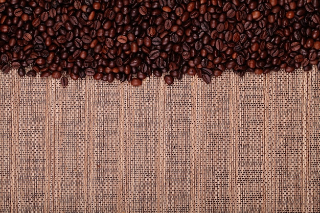 Grains de café frais, prêts à préparer du café délicieux