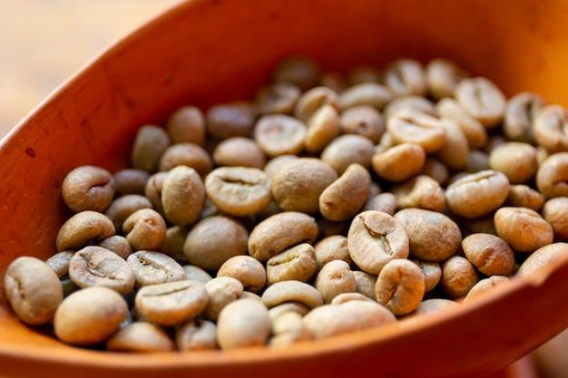 Grains de café frais.