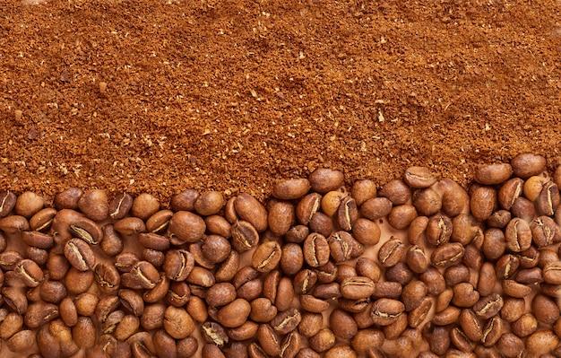 Grains de café et marc. espace de copie. vue de dessus