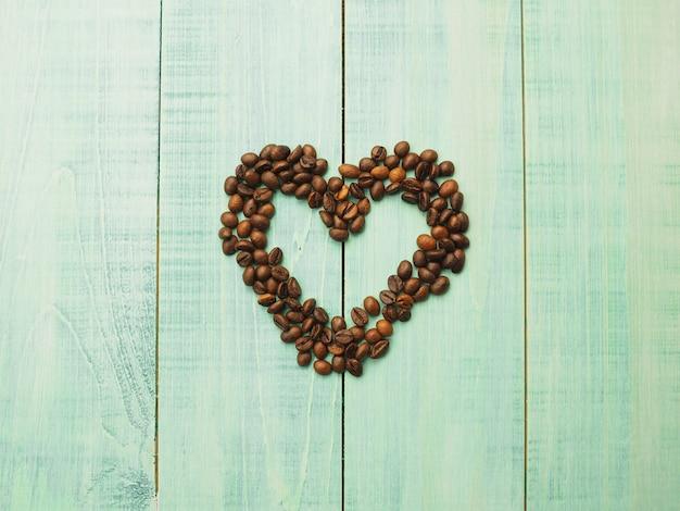 Grains de café sur la matière brune, le cœur des grains de café, fond