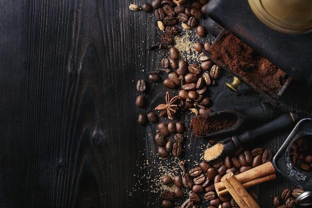 Grains de café noirs aux épices