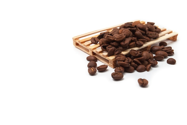 Grains de café sur une palette. concept de vente en gros de café.