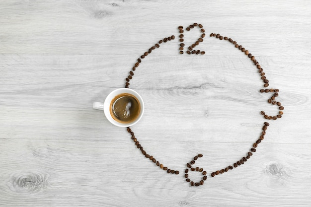 Grains de café pliés sous la forme d'une horloge