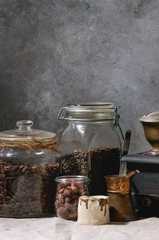 Grains de café en pot