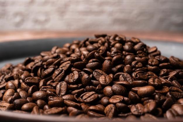 Grains de café sur la table