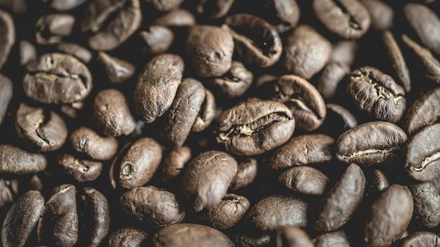 Grains de café torréfiés frais