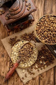 Grains de café torréfiés sur un millésime