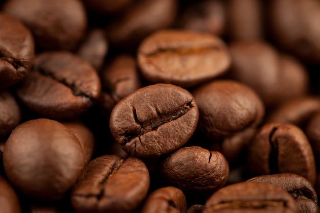 Grains de café torréfiés texture d'arrière-plan, mise au point sélective