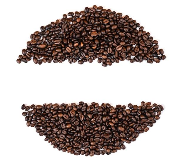 Grains de café vue de dessus espace copie, fond blanc