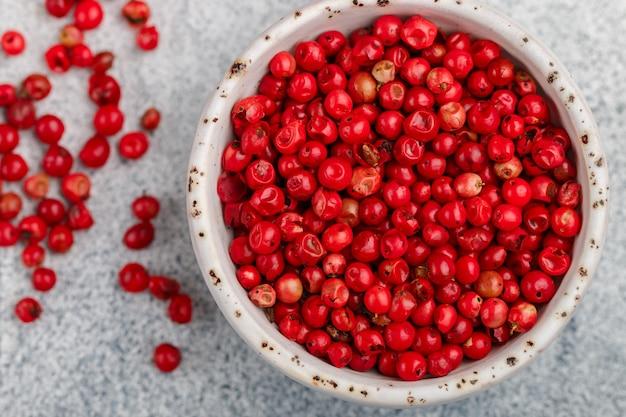 Grains de poivre séchés biologiques roses