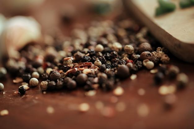 Grains de poivre séchés