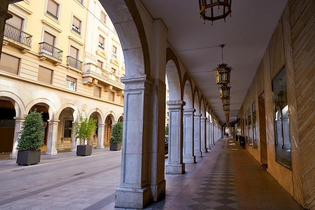 Granada arcades dans la rue angel ganivet