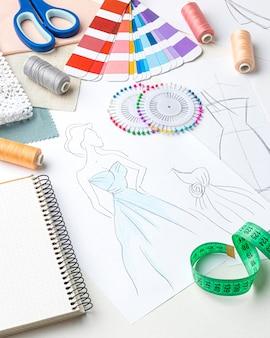 Grand angle de couture avec des échantillons de tissu
