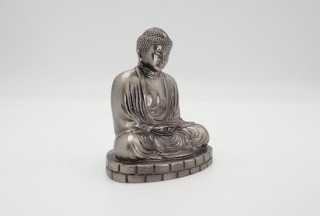 Grand bouddha ou modèle en argent daibutsu du temple de kamakura au japon.