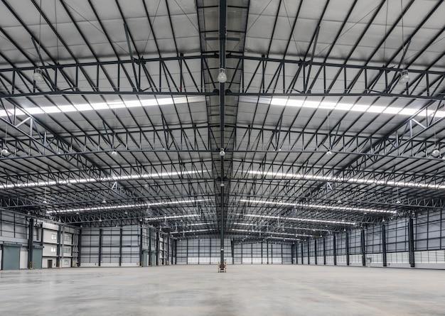 Grand entrepôt moderne dans la zone logistique