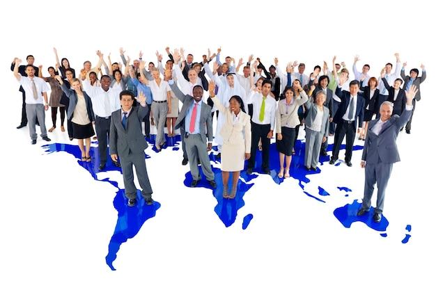 Grand groupe de gens d'affaires mondiaux