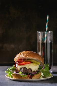 Grand hamburger fait maison