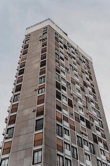 Grand immeuble résidentiel de la ville