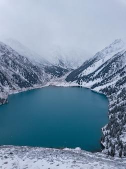 Grand lac d'almaty, almaty, kazakhstan.