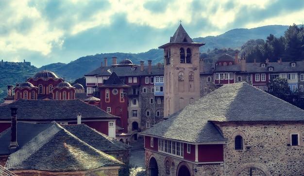 Grand monastère en grèce