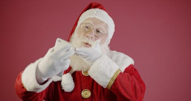 Grand-père à la mode élégant âgé mature santa tradition costume d'hiver lunettes de coiffure