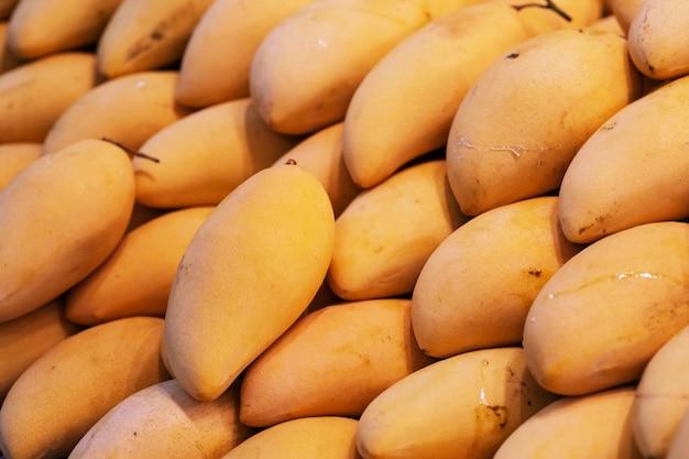 Grand plan, de, grand, frais, jaune, mangue, thaï, rue, nourriture, marché
