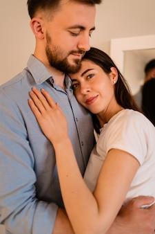 Grand plan, sourire, couple, portrait