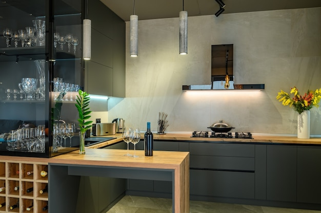 Grand studio luxueux moderne avec cuisine