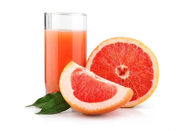Grand verre de jus de pamplemousse et de fruits isolés