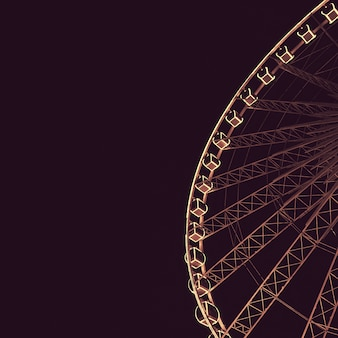 Grande attraction nocturne de la grande roue