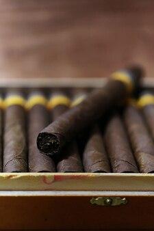 Grande boite en bois de cigares fabrication cubaine artisanale