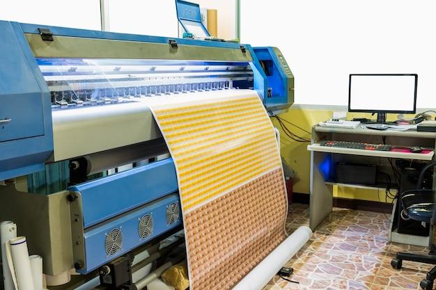 Grande carte de visite autocollante pour imprimante à jet d'encre avec contrôle informatique dans l'imprimerie