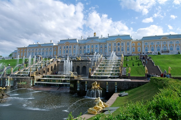 Grande cascade .peterhof palace. saint-pétersbourg, russie - 3 juin 2015
