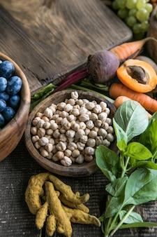 Grande collection des aliments les plus sains au monde très riches en antioxydants, anthocyanes, fibres, protéines, oméga 3, lycopène, vitamines, minéraux. aliments de santé végétaliens à base de plantes pour une alimentation éthique.