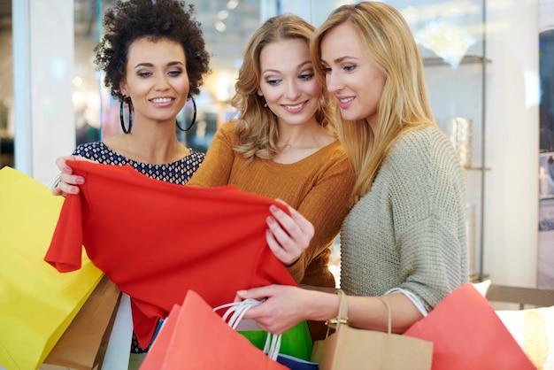 Grande diversité dans la boutique de vêtements