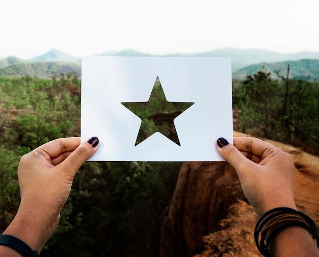Grande excellence récompense étoile en papier perforé