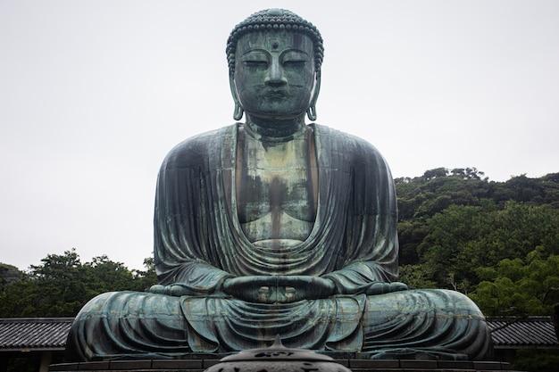 Grande image de bouddha au japon