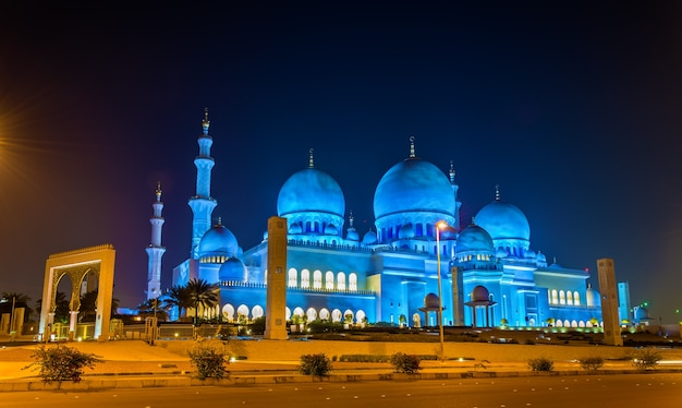 Grande mosquée sheikh zayed à abu dhabi, émirats arabes unis