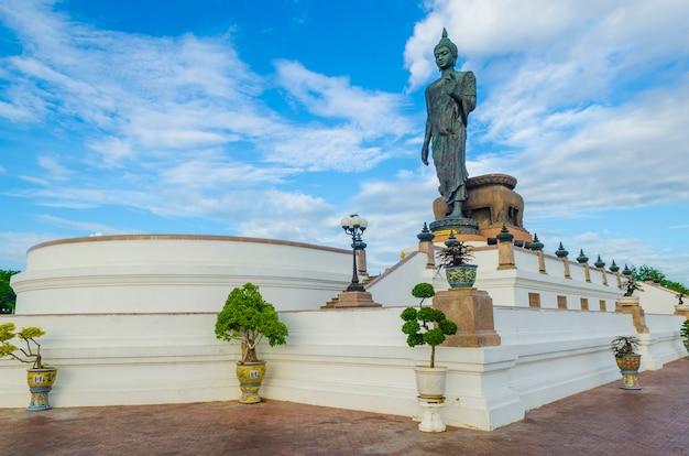 Grande statue de bouddha dans la province de phutthamonthon, nakhon pathom, thaïlande