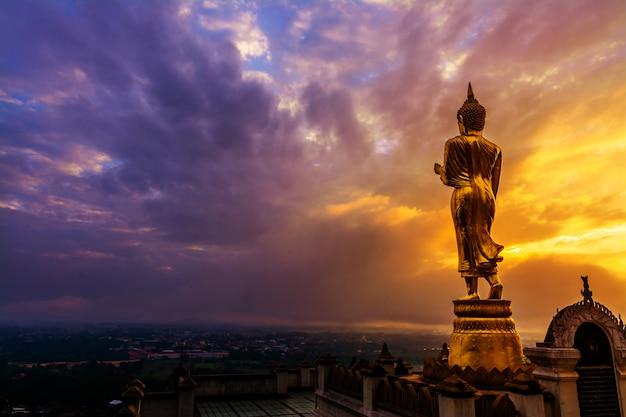 Grande statue de bouddha doré