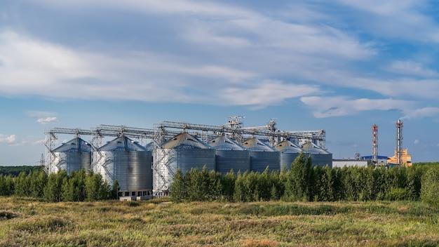 Une grande usine de fabrication de malt