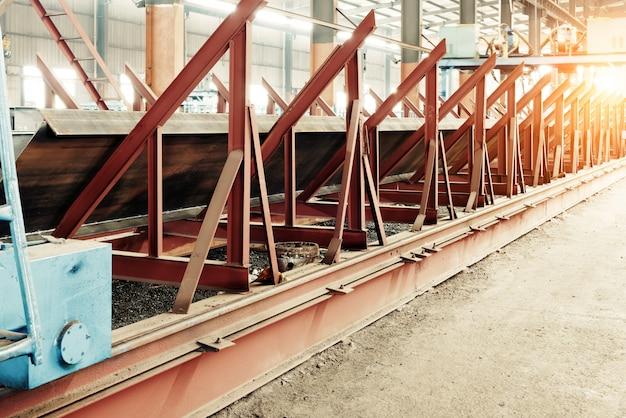 Grande usine de traitement d'acier
