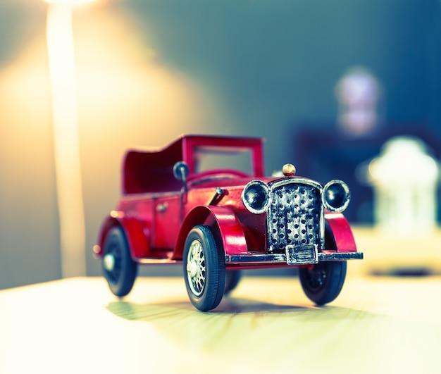 Grande voiture vintage oldtimer rouge