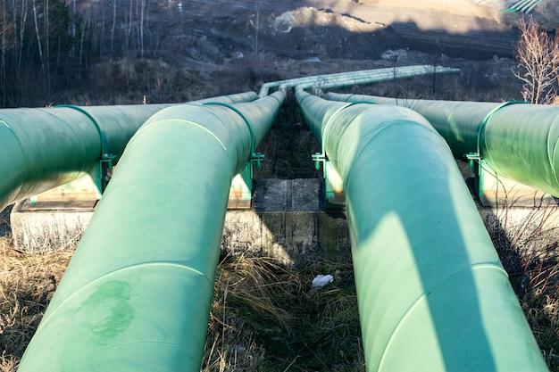 Grandes conduites d'eau pour pomper l'eau de la carrière