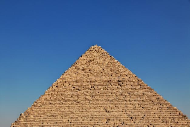 Grandes pyramides de l'egypte ancienne à gizeh, au caire