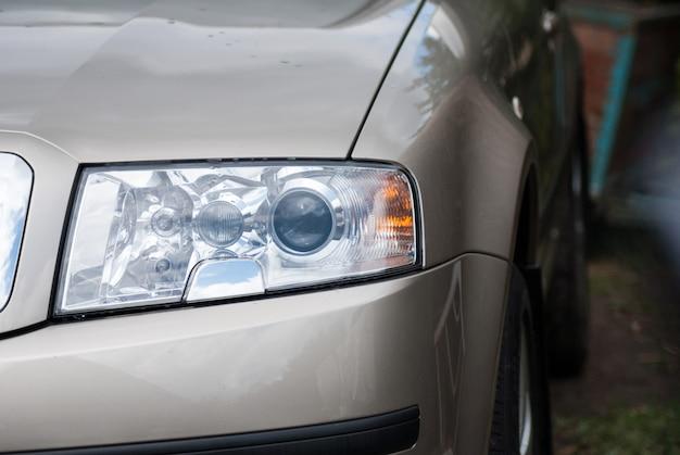 Grands phares de voiture skoda octavia