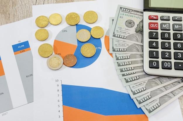 Graphique d'entreprise avec de l'argent et de la calculatrice de graphiques