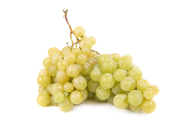 Grappe de raisin isolé sur blanc