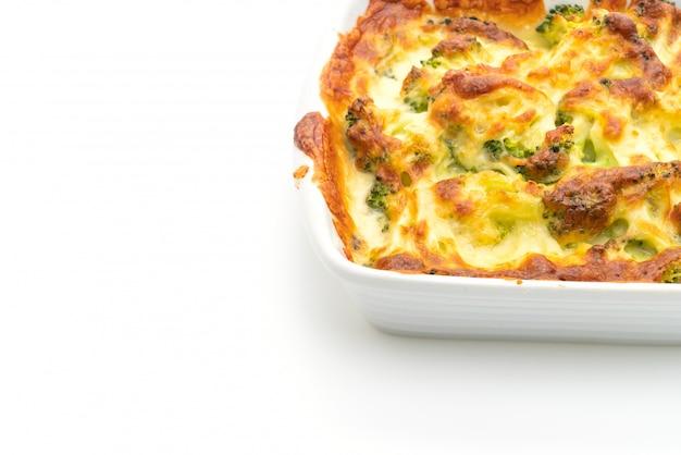 Gratin de chou-fleur et de brocoli cuit au four avec fromage