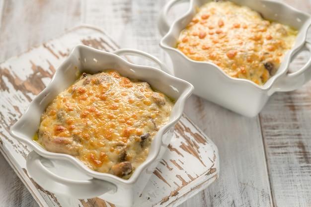 Gratin de poulet gratiné aux champignons et au fromage